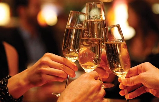 2082370_Champagne-Toast-Celebration-Drink-Alcohol-Party-700
