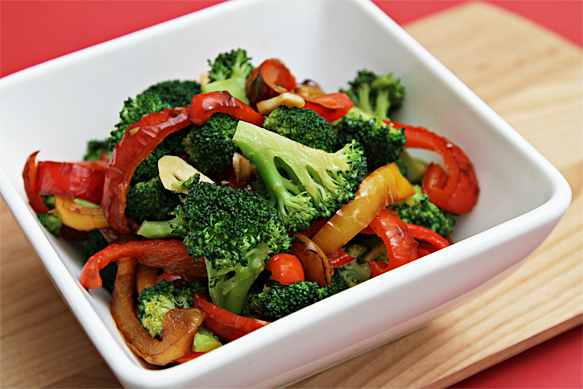 IMG_0159-Sautéed-broccoli-with-yellow-and-red-bell-peppers