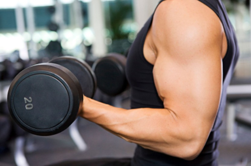 man-lifting-weights