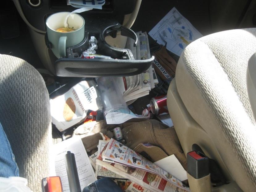 messy-car-interior