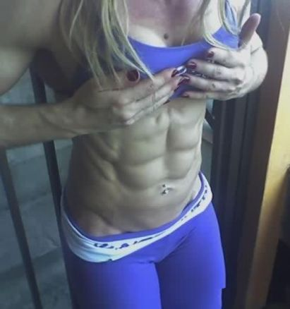 women_with_six_pack_abs_03